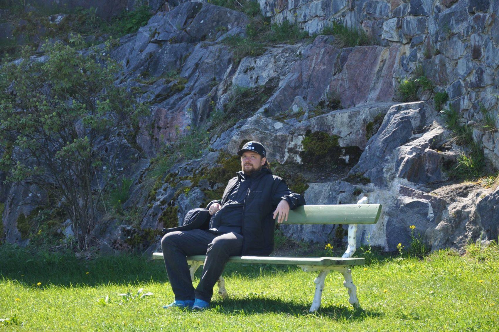 Гридасов на скамейке